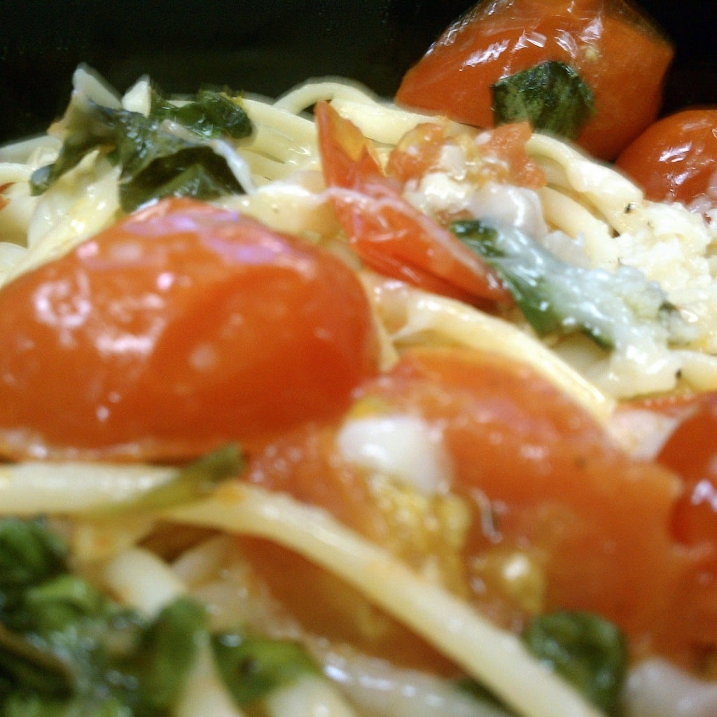Pasta with Fresh Tomato-Basil Sauce