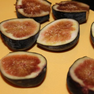 Grilled Figs Mascarpone Spiced Honey Recipe & Giveaway - I Can Cook ...