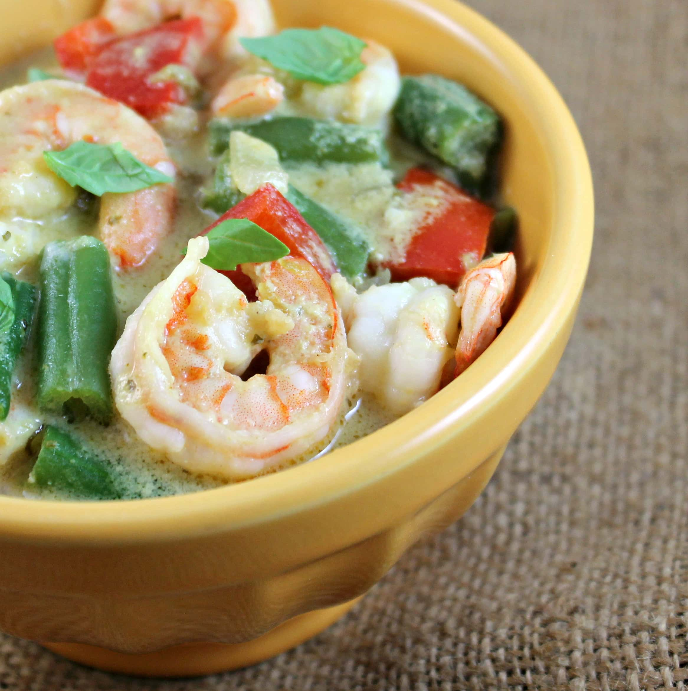 Thai Green Curry Shrimp w/ Red Peppers & Green Beans over ...