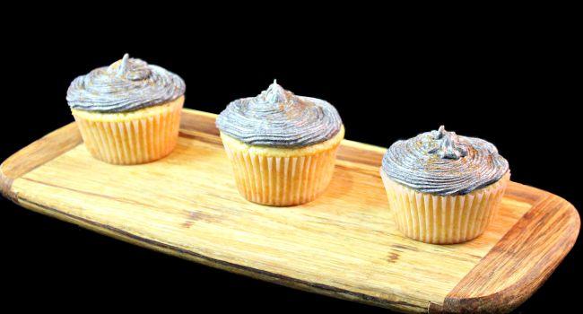 Vanilla-Almond Cupcakes with Plum Frosting #SwapMilk4Silk