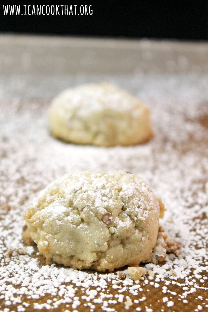 Kourambiethes (Greek Christmas Cookies)